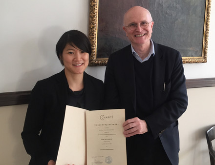 W2-Professorship appointment of Prof. Il-Kang Na by the Dean of the Charité Prof. Dr. Axel Radlach Pries. Photo: Corinna Schellhardt